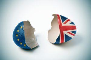 Coquille d'œufs représentant l'UE et l'UK