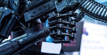 un robot avec une arme