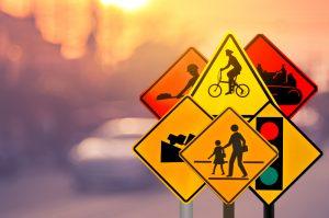 des panneaux de signalisation routière