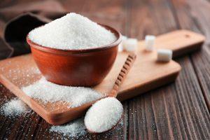 du sucre dans un bol