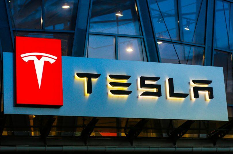 enseigne de Tesla