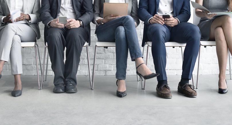 employés assis sur une chaise
